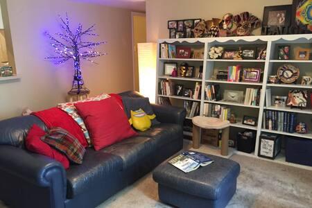 Book Lover's Hideaway, Friendswood - Friendswood - Apartemen