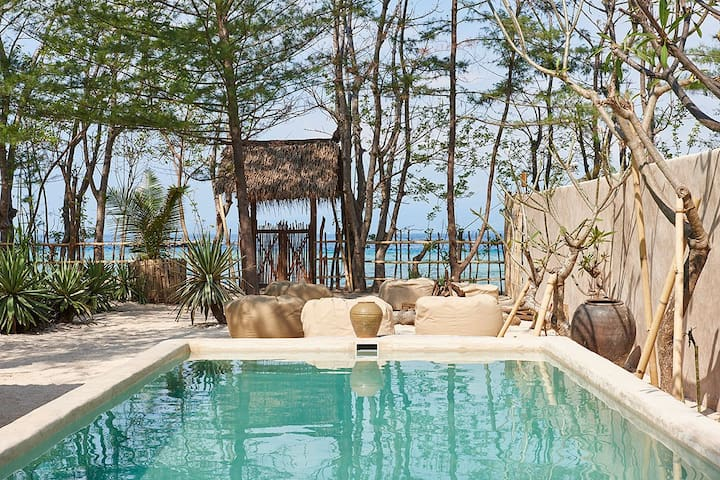 The Crusoe Beach House (4BR/Beach/Pool)-Gili Meno