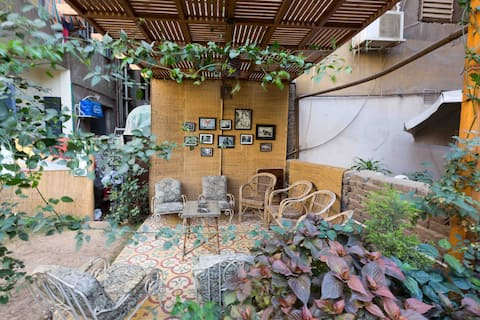 Full apartment, private garden at the City Center.