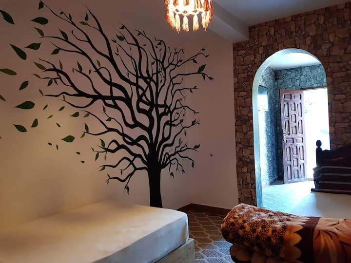 #7 Spacious room / Private bathroom & living room