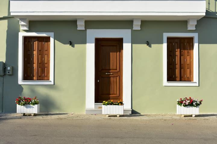 Ευήλιο σπίτι με θέα στην θάλασσα και parking