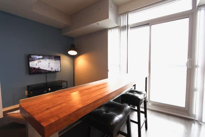 Sexy One Bedroom In Queen West.  Foodie Paradise