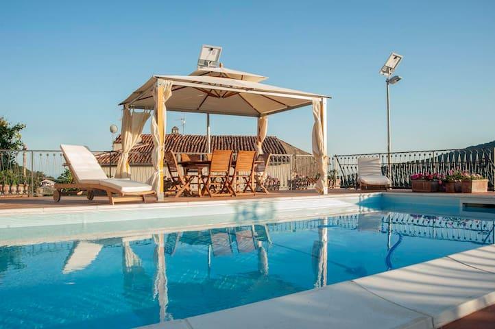 Villa Vibrante - 14 Guests