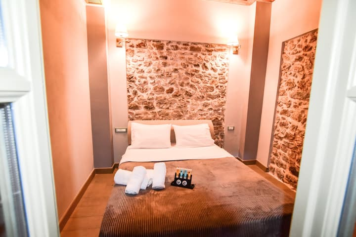 STONE FAMILY ROOMS IN OLD TOWN OF NAFPLIO