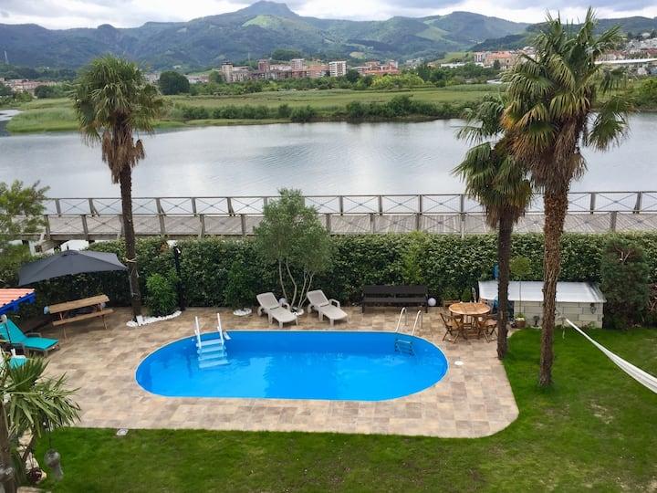 Villa piscine en Historique maison