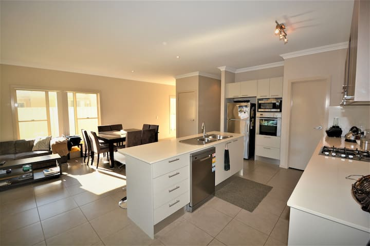 Mary's Abode - Shellharbour Home