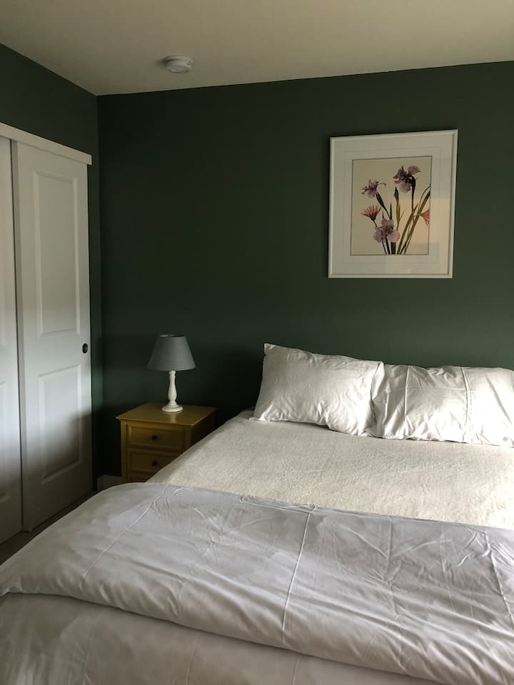 Private room/Bathroom - Travel Professionals!