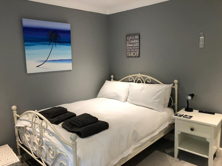 Sidmouth double room, beautiful private bathroom