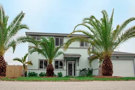 """The Palms"" Newly constructed, 6-BR, luxury home."