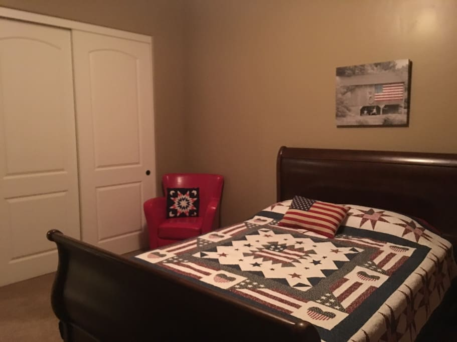 Americana Guest Room - Queen