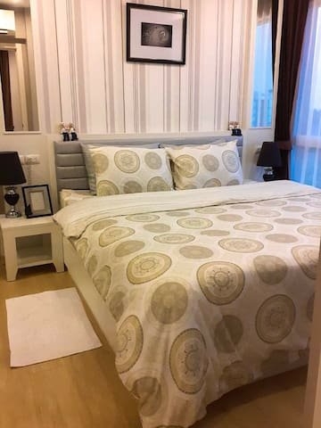 Comfortable sleep with a soft mattress Covered with soft, smooth sheets with a pleasant aroma.