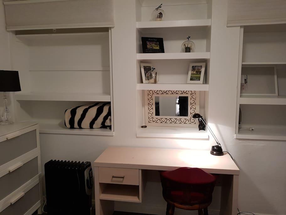 Comforetable desk and shelves