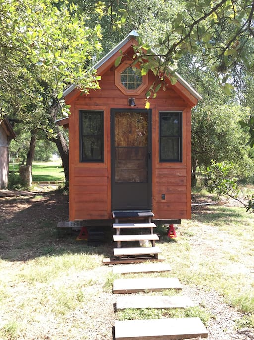 Tiny cabin in hill country tiny houses for rent in for Austin cabin rentals