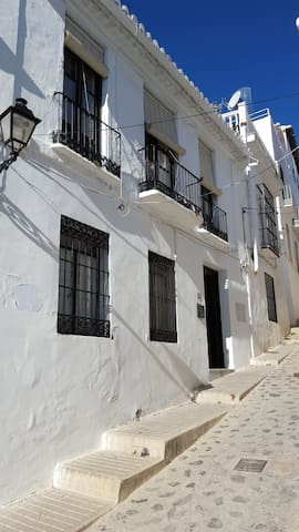 Old town house 200 sqm with private patio - Salobreña - Huis