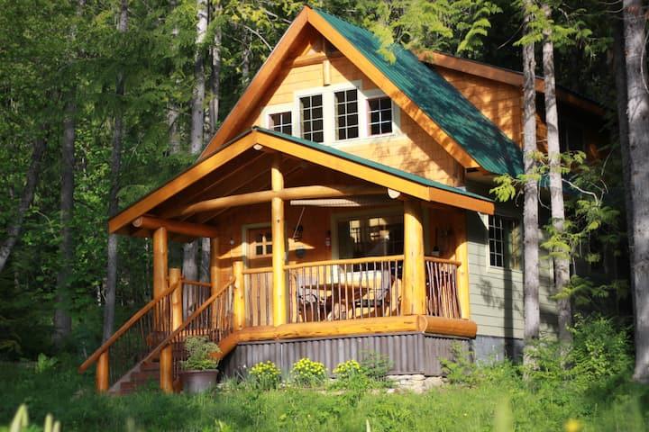 Robin's Nest Cabin on Historic  Estate.