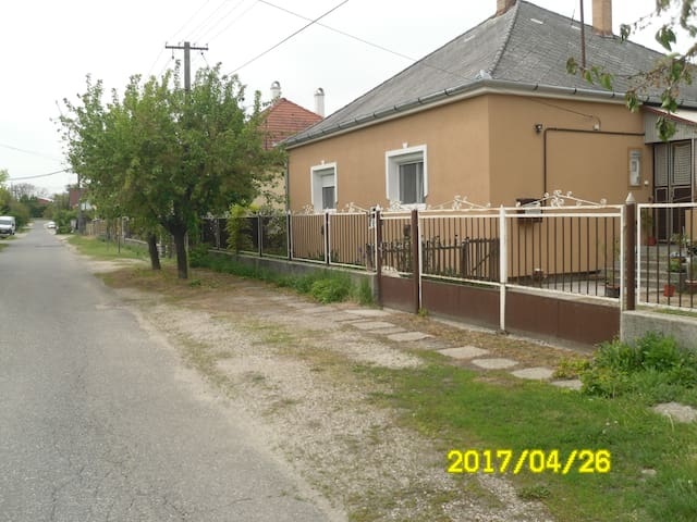 Comfortable room2 near motorway M7 - Székesfehérvár - Bed & Breakfast