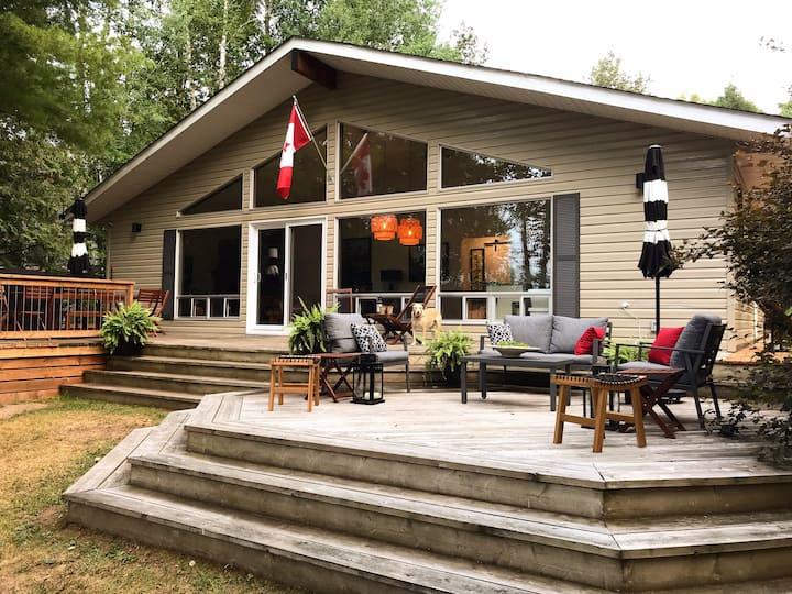 Red Fox Lakehouse, Haliburton Lake - NEW!