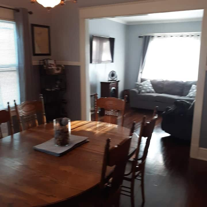 lovely apt on Niagara River min to downtown,falls