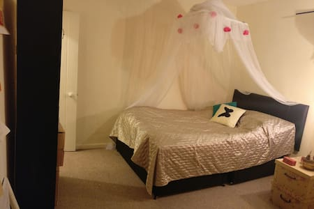 Double Bedroom for short stay, Convenient Location - Colchester - Casa