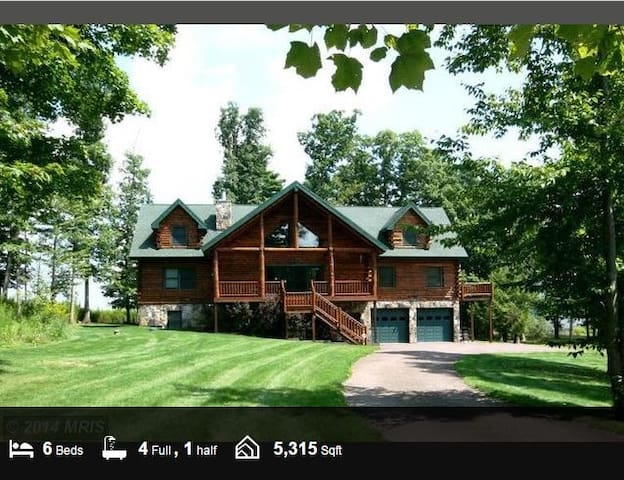 Log Cabin at the Lake, 5300+ sq ft of fun!