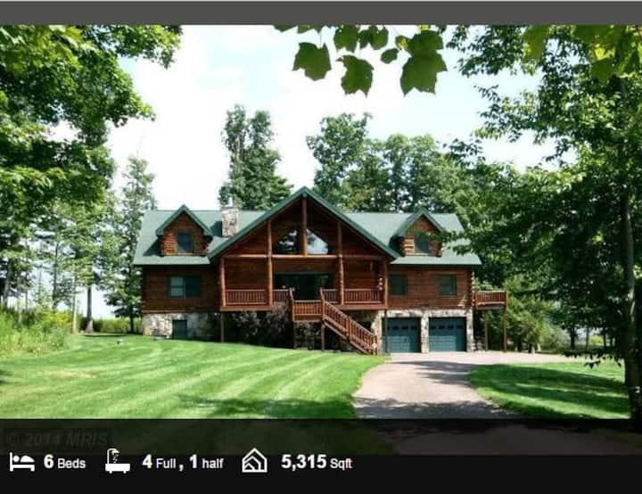 Log Cabin at the Lake, 5300+ sq ft of fun!