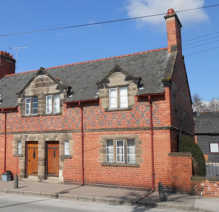 Grade 2 listed Cottage - Heart of Chester