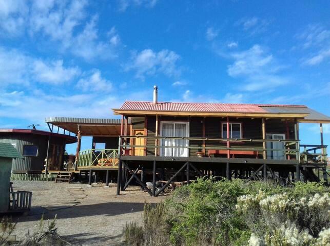 Parcela con hermosa cabaña vista al mar en Mirasol