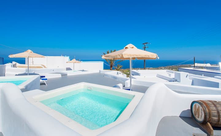 Spili new studio, Jacuzzi with sea view