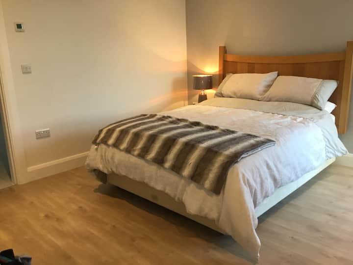 Large King size bed En suite.