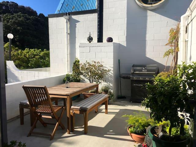 Designer 70s Apartment on City Fringe - Wellington - Apartment