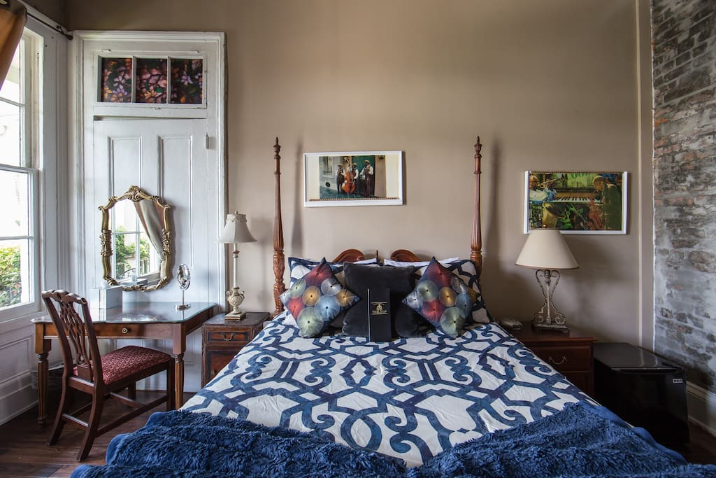 Jazz Room 2nd floor with private entrance, private bathroom, 1 memory foam queen bed, sleeps 2.