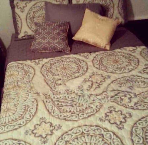 Cozy Condo Private Room