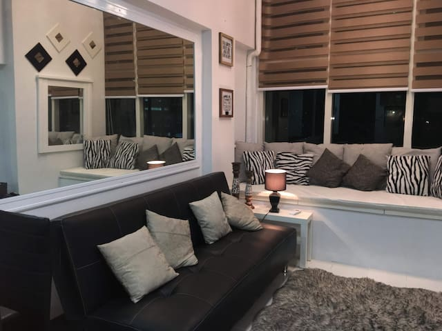 Eton Luxurious Loft/Condo in Ortigas Center