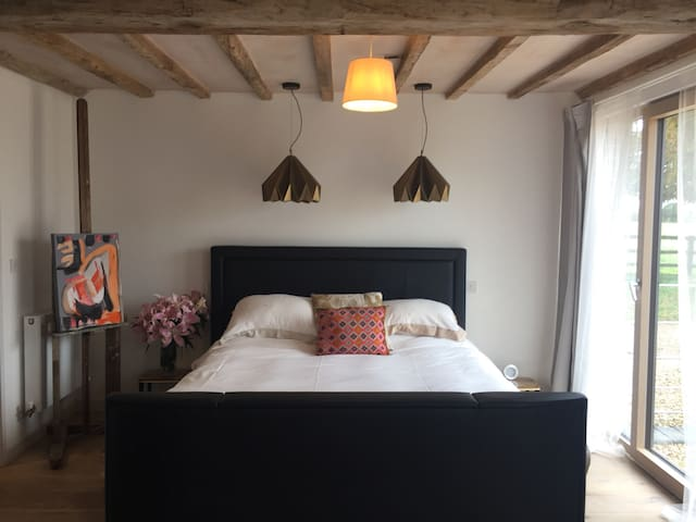 Luxurious super king room in new barn conversion