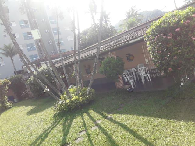 Casa com Piscina 500 metros da praia