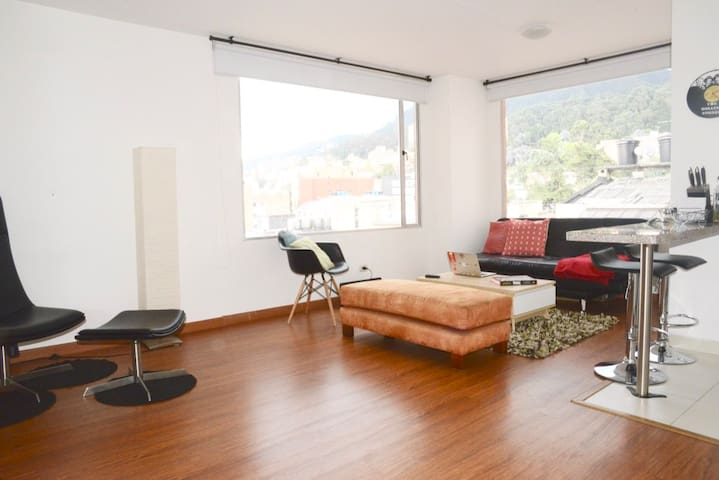 Modern 2 Bed 2.5 Bath apt/ment in trendy Chapinero