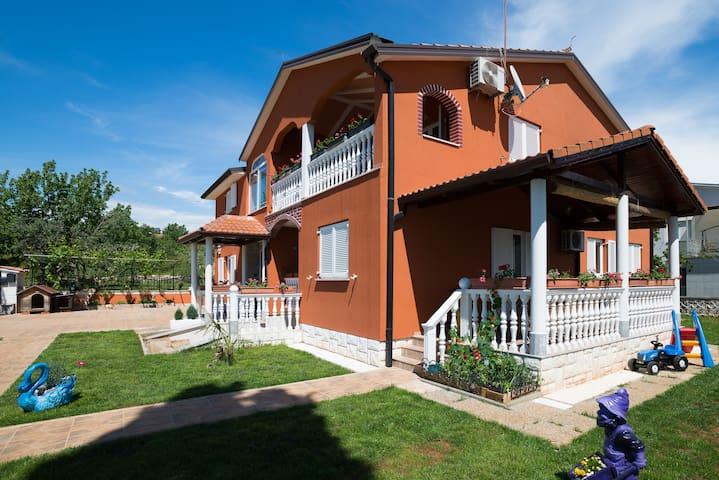 Comfortable 5 people apartment Barica, free Wifi - Valica