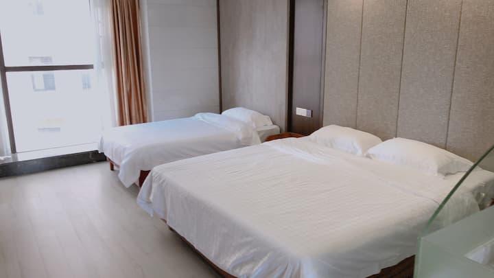 三亚呀诺达槟榔谷景区旁带露天泳池一居室单床加双床房/散步绝佳小区/免费露天游泳池/极近景区/农贸市场