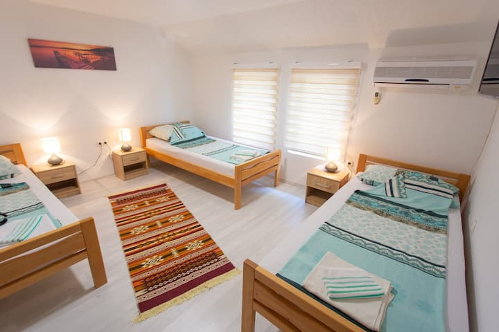 Apartments Daris - Triple Room with Shared Bathroom