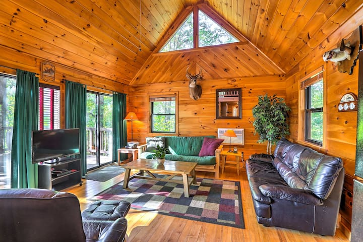 Hocking Hills Lake Cabin w/Hot Tub, Deck & Dock!