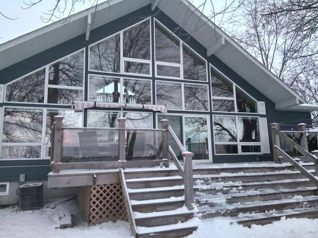 Waterfront Chalet Lake Home close to Ottawa