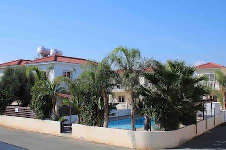 Villa with Jacuzzi & adjacent Pool - Paralimni - Villa