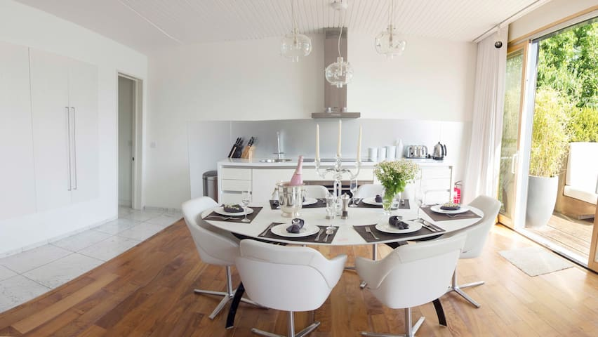 Warrens Cross at Lakes by Yoo. Sleeps 6 + 1 child - Gloucestershire - House