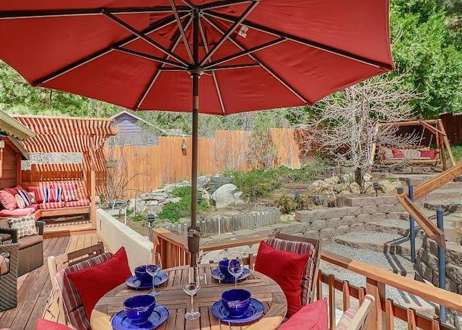 Secret Garden Cottage: Pet Friendly w/ Fenced Yard