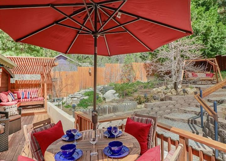 Secret Garden Cottage: Pet Friendly w/ Fenced Yard