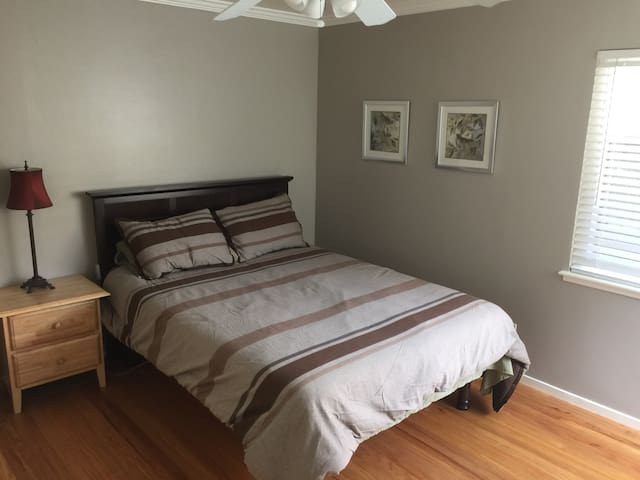 Large Private Room- ONE Block from DOWNTOWN - Lafayette - Σπίτι