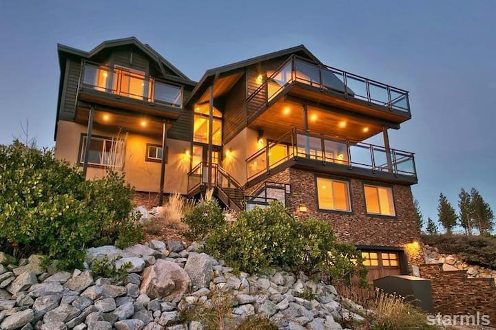 Mountain Lodge Minutes from Heavenly - South Lake Tahoe - House