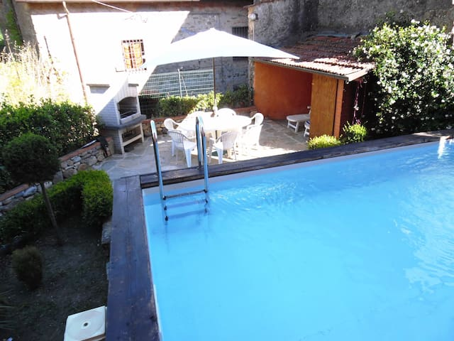 Spacious Village house with Garden, Private Pool - Benabbio - Flat