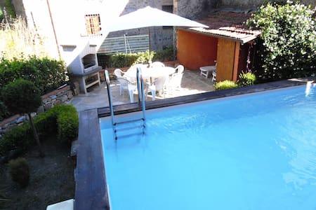 Spacious Village house with Garden, Private Pool - Benabbio - Apartamento