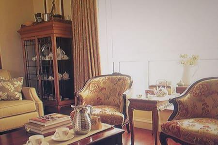 Deluxe 2 room 2 hall - 沙勒罗瓦 - Apartamento